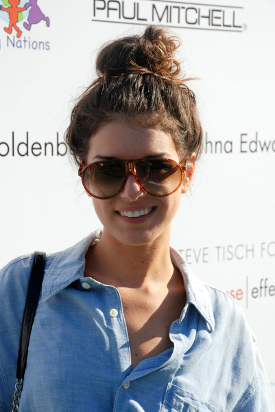 messybunshenae grimes hairstyle Top 10 Summer Beauty Products